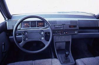 auto 2000 interior 225